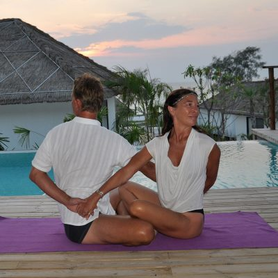 Partner yoga twist