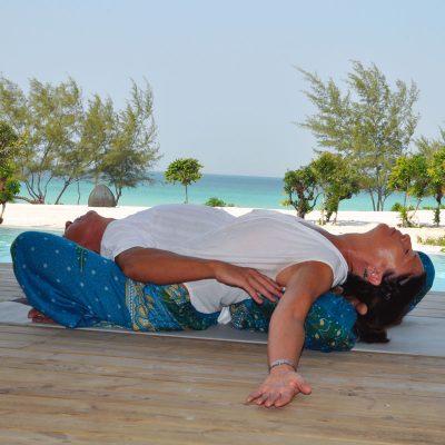 Partner yoga, reclining stretch