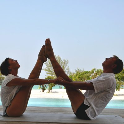 Partner Yoga, double boat pose